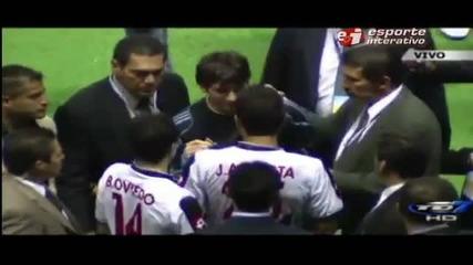Националния отбор Коста Рика искат автограф от Меси