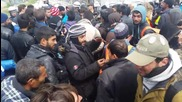 Greece: Refugees try to 'breach' Macedonian border in Idomeni