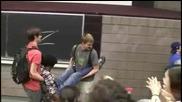 Зоро шашна студенти по време на лекция! Смях!
