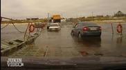 Шофьор на Камион е некоректен спрямо наводнени коли на мост