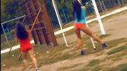 Момичета и момчета правят зареждаща тренировка на лостовете!