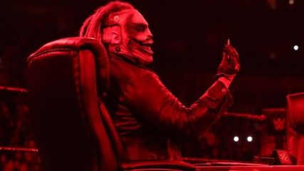 """The Fiend"" Bray Wyatt signs Royal Rumble contract in blood: SmackDown, Jan. 24, 2020"