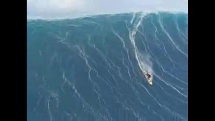 Реално заснето цунами близо до Калифорнийският бряг