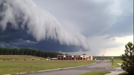 Много Странен Буреносен Облак ...