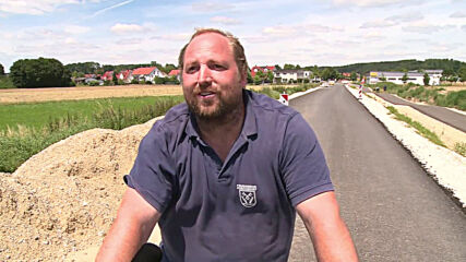 Germany: Bikers enjoy 'up and down' cycle path in Ampertal