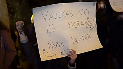 Spain: Demonstrators rally against coronavirus restrictions for the second day in Madrid