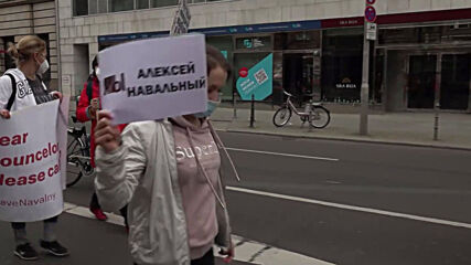 Germany: Pro-Navalny rally attracts hundreds in Berlin