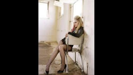 Avril Lavigne - Hot (pic)