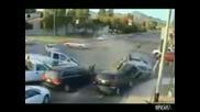 Зрелищна катастрофа с куп смачкани коли