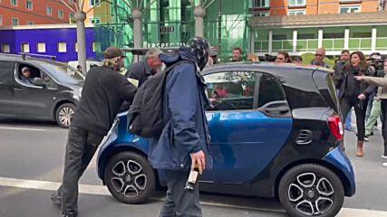 UK: COVID-sceptics scuffle with police, accost MP Gove in London