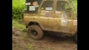 Джип 4х4 Уаз в глина