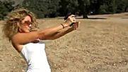 Мацка Стреля с Огромен Пистолет