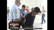 Адам Кокеш хвърлен на земята от Полицията
