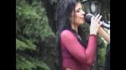 Анелия пее в дъжда