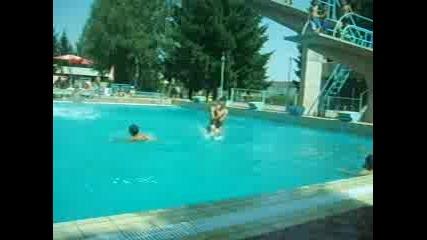 Скок В Басейн