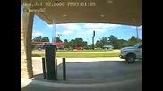 каравана събаря бензиностанция