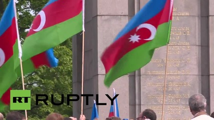 Germany: Hundreds lay floral tributes at Soviet War Memorial in Berlin's Tiergarten