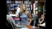 Заблудена Блондинка в Библиотека!