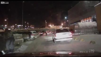 Трогателна човещина, уловена от автомобилни камери в Русия