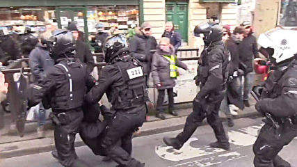 France: Clashes erupt at pension reform protests in Paris