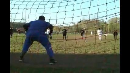 Юноша на Реал Мадрид си размазва лицето в гредата !