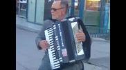 Уличен музикант в България