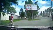 Разгневен шофьор погна велосипедист по тротоара