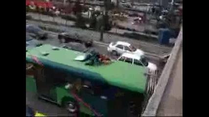 Скок Върху Рейс От Моста На Ндк