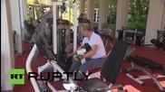 Русия: Путин и Медведев помпат мускули във фитнеса