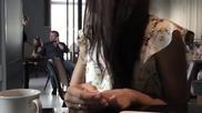 Бързо справяне с груб и досаден клиент в кафене в Русия