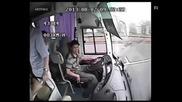 Ето защо на всяка седалка в автобусите трябва да има предпазни колани
