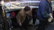 Стотици целунаха Плащаницата и минаха под масата на Разпети петък