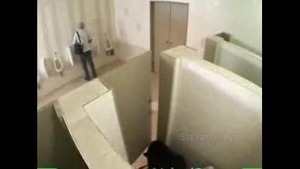 Скрита Камера - Изненада В Банята