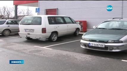 Търсят полицая, паркирал на място за хора с увреждания