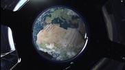 Вижте как момиче изпраща съобщение до баща си в космоса