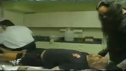 Undertaker Sacrifices Stone Cold - Raw Is War 112398