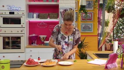 Уеб Рецепти на Виолета - Плодови и кашкавалени шишчета