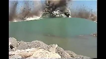 Огромна подводна експлозия