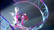 Джъстин изпълнява Never let you go на концерта си в Дъблин (08.03.2011)