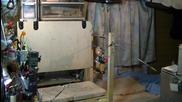 Робот на висилка,прави перфектно четворно задно салто!