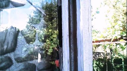 Момче събаря къщата си на село с клипче на Nisanz :d