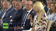"Russia: Pamela Anderson praises Putin's ""ecological insights"""