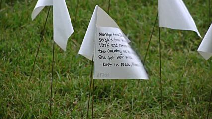 USA: More than 600,000 white flags honour COVID-19 victims at National Mall