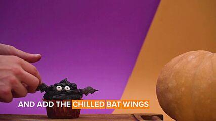Horror cupcakes: Mummy and bat muffins