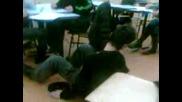 Падане От Стола В Училище