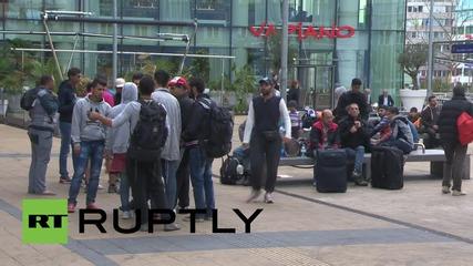 Австрия: Бежанци останаха във Виена след като влаковете на Германия бяха спрени