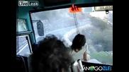 Паника в автобуса -железен шофьор и панирани пътници