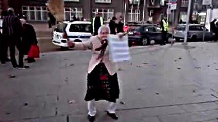 Луда баба на протестите