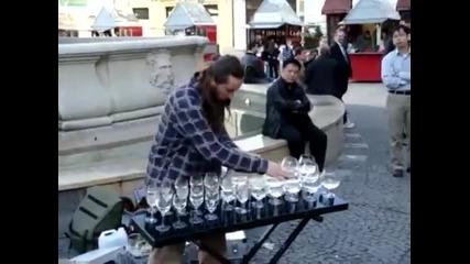 Изумително !!! Музика с чаши !!!