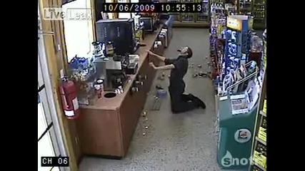 Пиян пич иска да си земе бира